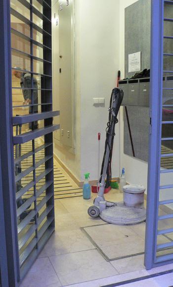 Limpieza, acristalado, abrillantado y pulido de suelos en Sevilla