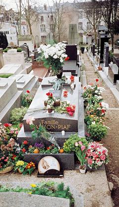 Limpieza en cementerio de San Fernando en Sevilla