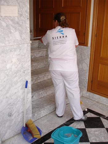 Limpieza de escaleras y rellanos de pisos