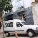 Limpieza fin de obra de viviendas en edificio rehabilitado en calle Palacios Malaver en Sevilla.