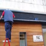 Limpieza y mantenimiento de fachada en despacho de abogados de Sevilla.